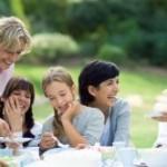 Bild Familie an Kaffeetafel
