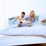 Bild Paar Frühstück im Bett